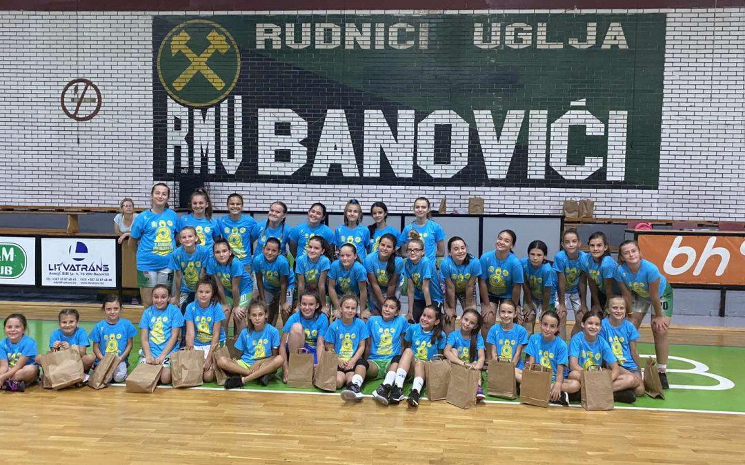 Pedest djevojčica škole košarke danas nosi učešće na Banovićkom polumaratonu